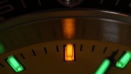 Ceasul sub lupă: Triţiu şi Superluminova, beneficiile și utilizarea acestora